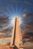 对成功/伸手可及的距离的楼梯顶面概念 免版税库存照片