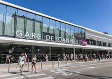 对戛纳火车站的入口,是主要火车站在彻特d ` Azur,法国 免版税图库摄影