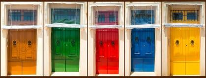 对房子的五个五颜六色的前门 免版税图库摄影