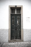 对房子的前门 葡萄牙 设色 库存照片