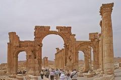 对扇叶树头榈古庙区域的入口在叙利亚 免版税库存照片