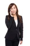 对手机的女商人谈话 免版税库存图片