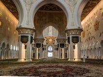 对扎耶德Mosque,阿布扎比,阿拉伯联合酋长国回教族长的内部看法 免版税库存照片