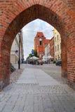 对托伦老镇的门  免版税库存照片