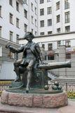 对投炸弹者圣彼德堡瓦西里岛的瓦西里Korchmin的纪念碑  库存照片