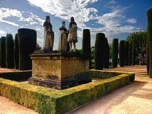 对投他的远航的克里斯托弗・哥伦布的Alcazar de los雷耶斯Cristianos纪念碑对伊莎贝尔费迪南德科多巴西班牙安达卢西亚 免版税库存照片