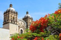 对教会和前修道院的圆顶的看法 图库摄影