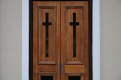 对教会的双门 免版税图库摄影