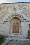 对教会的门 免版税库存照片