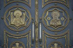 对教会的门 免版税库存图片