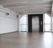 对方式的电梯 免版税库存图片