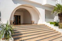 对旅馆的入口 免版税库存照片