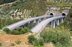 对无处的高速公路桥梁 库存照片