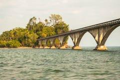 对无处Samana海湾的桥梁 免版税库存图片