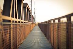 对无限的透视在铁桥梁 免版税库存照片