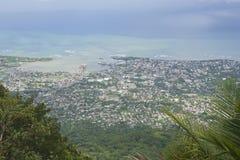 对普拉塔港市的看法从Pico伊莎贝尔de托里斯的顶端在普拉塔港,多米尼加共和国 库存照片