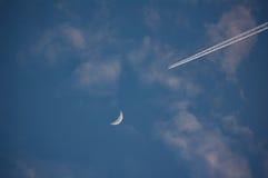 对月亮的喷气机 库存图片