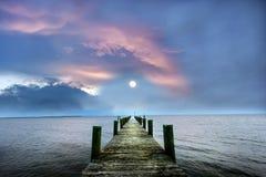 对月亮的码头 库存照片