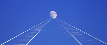 对月亮的铁路 图库摄影