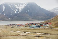 对朗伊尔城,挪威镇的看法  库存图片