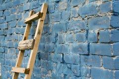 对木梯子的墙壁 库存图片