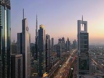 对未来派城市基础设施和skyl的美好的日落视图 免版税图库摄影