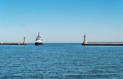 对格丁尼亚港口的入口在波兰 免版税库存图片