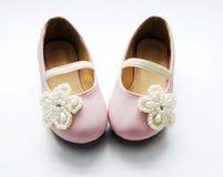 对桃红色鞋子-女孩 免版税库存照片