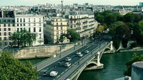 对桥梁和传统建筑的看法在巴黎,法国 图库摄影