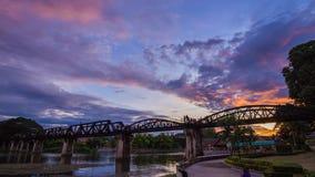 对桥梁河Kwai夜间流逝的天在北碧,泰国 股票录像