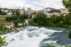 对欧洲最大的瀑布的看法  免版税库存照片