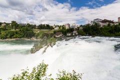 对欧洲最大的瀑布的看法  免版税库存图片