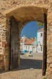 对正弦村庄的墙壁的门户在Po阿尔加威  库存照片