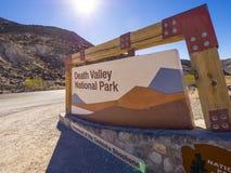 对死亡谷国家公园加利福尼亚-死亡谷-加利福尼亚- 2017年10月23日的可喜的迹象 库存图片