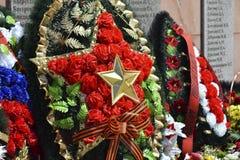 对死的战争救星的记忆的纪念碑从法西斯主义的军队的 永恒火焰 库存图片