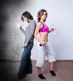 对比健身妇女 免版税库存照片