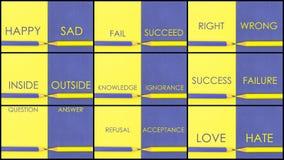 对比概念照片拼贴画在黄色和紫罗兰的上色了纸 免版税库存照片