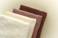 对毛巾的浴米黄棕色棉花蓬松软件 免版税库存图片