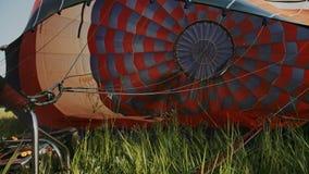 对气球的热空气燃烧 在飞行期间 股票视频
