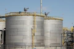对氨基苯甲酸二工厂筒仓 免版税库存照片