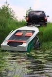 对水的小船下降 库存图片