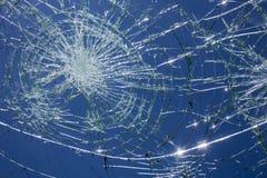 对汽车挡风玻璃的冰雹损伤 库存图片