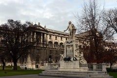 对沃尔夫冈・阿马德乌・莫扎特的纪念碑Burggarten的在维也纳 免版税库存图片