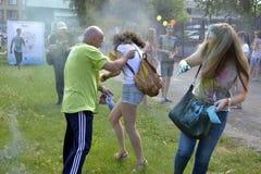 对油漆节日关心在秋明州,俄罗斯 20 06 2015年 图库摄影