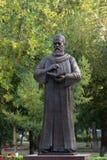 对波斯哲学家和诗人奥马尔海亚姆的纪念碑 免版税库存图片