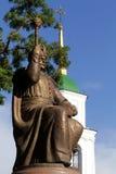对波格丹赫梅利尼茨基的纪念碑,在乌克兰东正教附近 免版税图库摄影