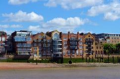 对泰晤士的岸发展的看法在伦敦,英国 免版税库存照片