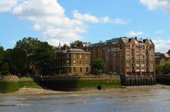 对泰晤士的岸发展的看法在伦敦,英国 库存图片