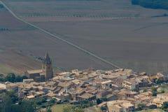 对洛阿雷镇的一个看法在洛阿雷城堡附近在阿拉贡 免版税库存照片