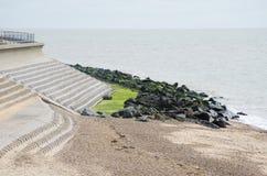 对海侵蚀的沿海防御 库存图片